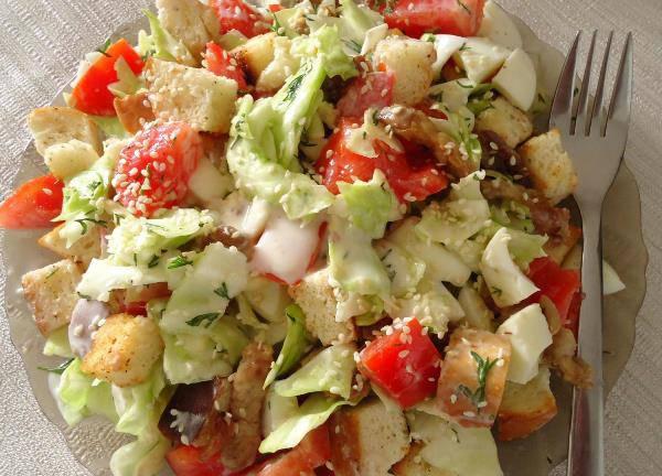 Салат з сухариками