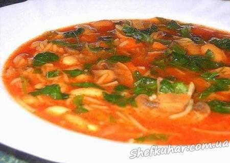 Томатний суп з печерицями і квасолею