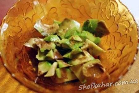 Салат з авокадо з креветками