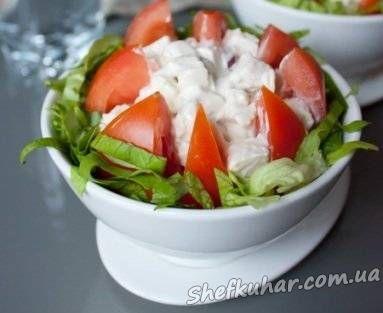 Салат з курки в помідорі