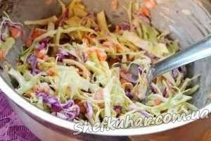 Різнокольоровий салат з капусти