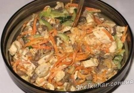 Салат з куркою і корейською морквою