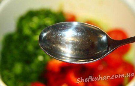 Салат з капусти і овочами