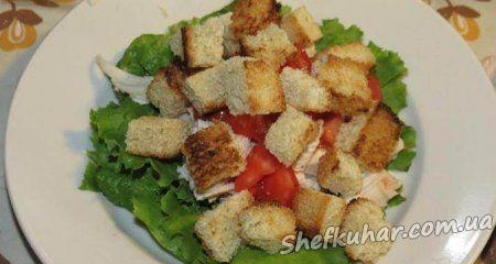 Салат з куркою і грінками