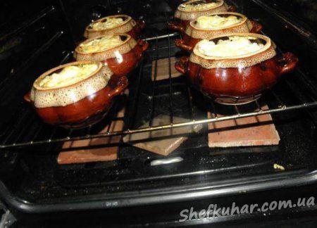 Картопля з м'ясом у горщиках