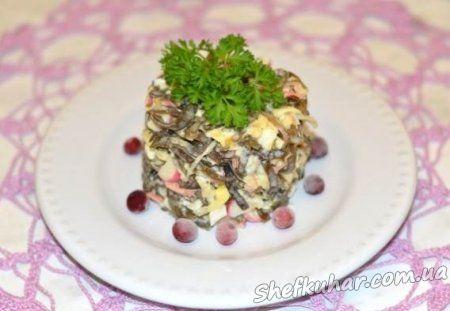 Салат з морської капусти і крабовими паличками