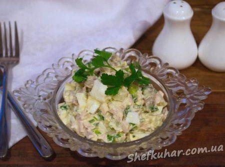 Салат з куркою, печерицями та ананасами