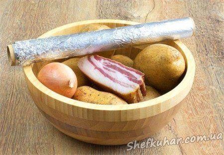 Картопля у фользі в духовці