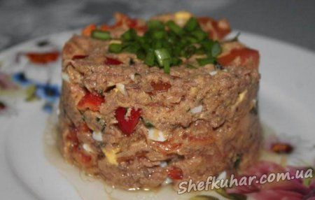 Салат з тунцем і помідорами