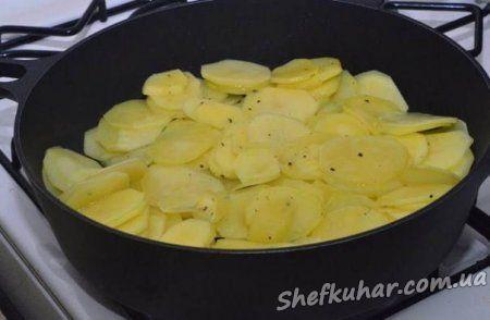 Картопля з грибами у вершках