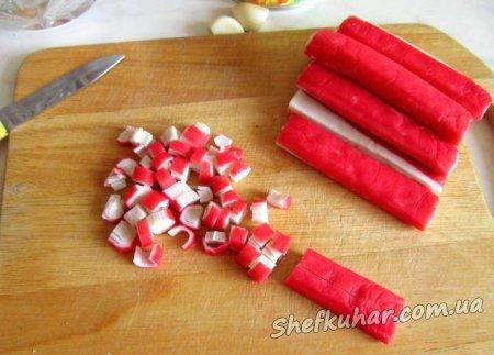 Швидкий салат з крабовими паличками