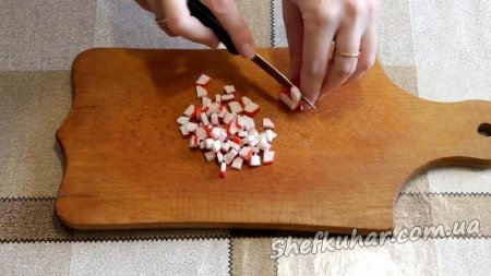 Святковий салат з червоною ікрою