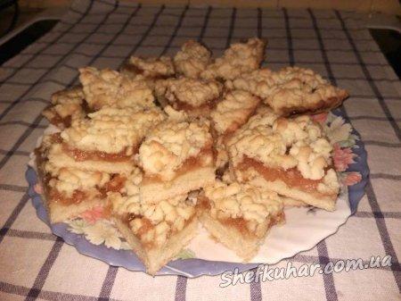 Тертий пиріг з варенням