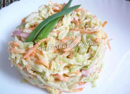 Салат із зеленої редьки з ковбасою