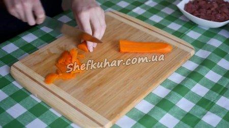 Салат з курячою печінкою і морквою