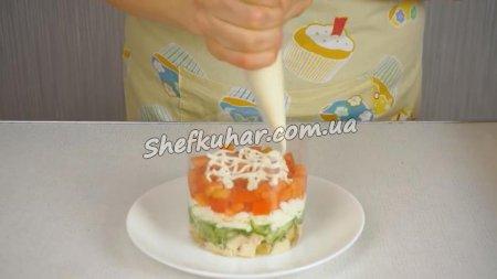 Святковий салат з курячою грудкою