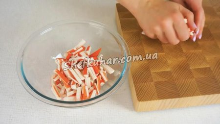 Швидкий салат із крабових паличок за 5 хвилин