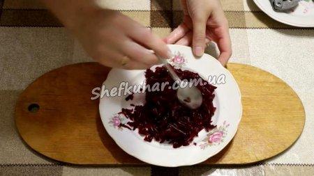М'ясний салат з чорносливом