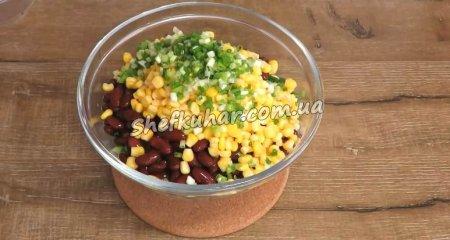 Ситний салат з куркою і квасолею
