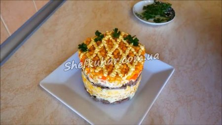 Святковий салат з серцем і кукурудзою