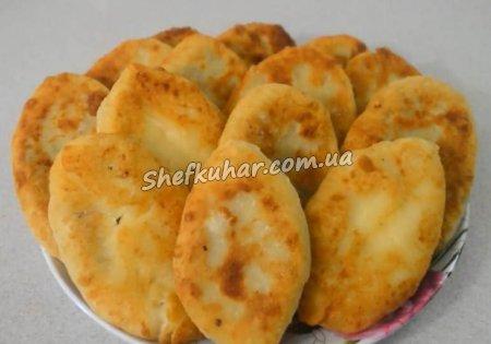 Пиріжки з картоплею і печінкою