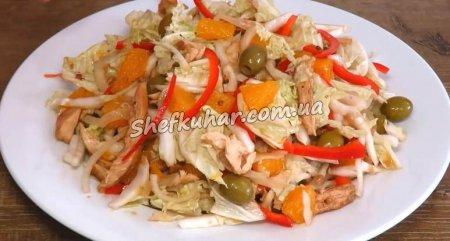 Легкий святковий салат з куркою