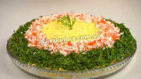 Быстрый праздничный салат с крабовыми палочками
