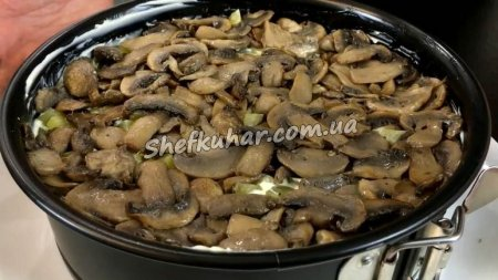 Святковий салат з курки і грибами