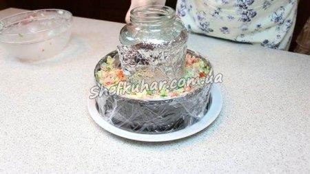 Святковий салат у вигляді кільця