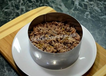 Швидкий салат з тунцем