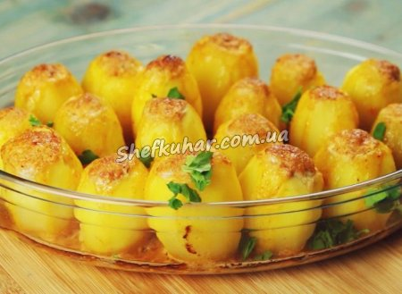 Фарширована картопля в сковороді