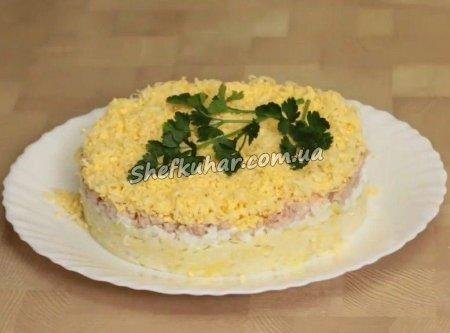 Салат з печінкою тріски, яйцями і сиром