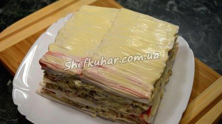 Святковий торт-салат з крабовими паличками