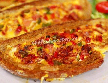 Омлет на хлібі на сніданок