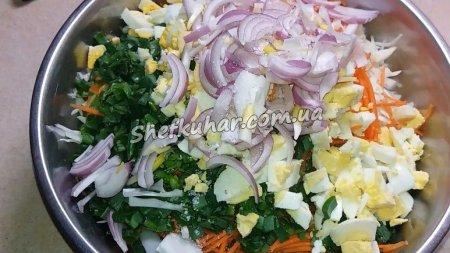 Салат з м'ясом, капустою і морквою