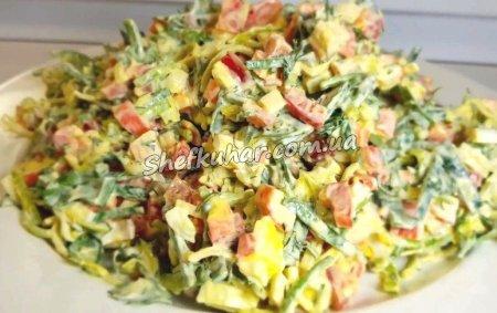 Швидкий салат з крабових паличок і яєць