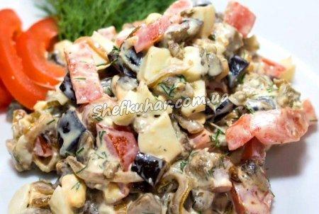 Салат з баклажанами, яйцями і помідорами