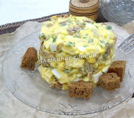 Салат з грибами і яйцями