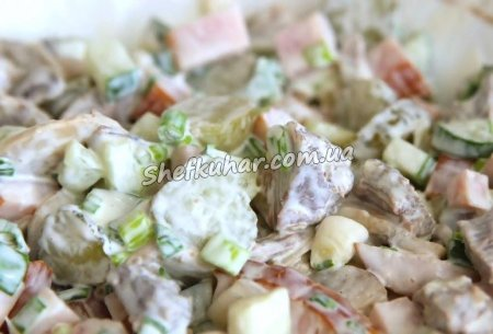 Салат з грибами і курячим філе