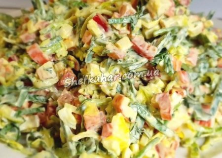 Салат з крабовими паличками і яйцями