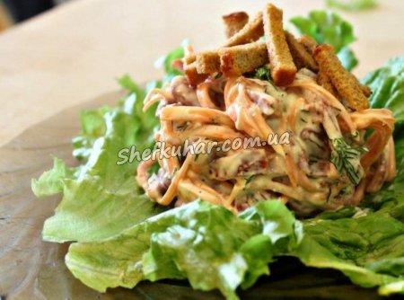 Салат з корейською морквою і ковбасою