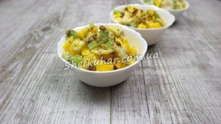 Фруктовий салат з манго, ківі та бананом