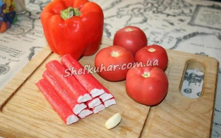 Фото 1 - Салат з крабовими паличками і сиром