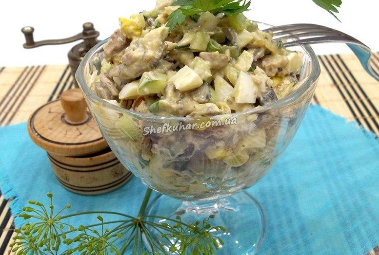 Салат з м'ясом, грибами і горіхами