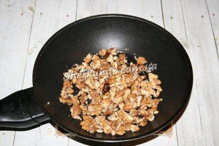 Як приготувати Салат з м'ясом, грибами і горіхами - Фото 1
