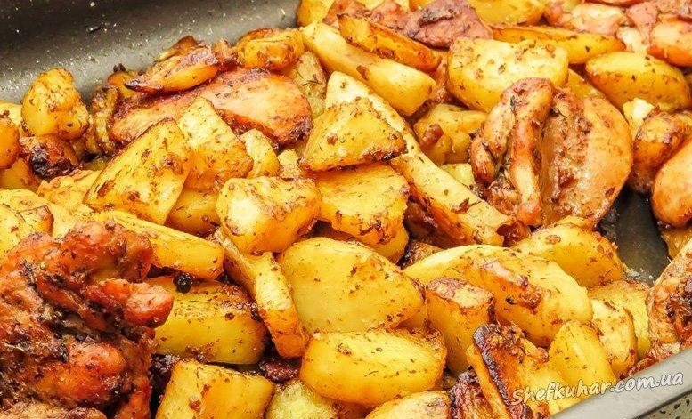 Картопля з курячими ніжками в духовці