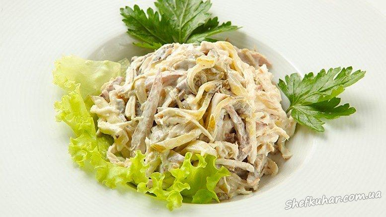 Швидкий салат з млинцями і ковбасою