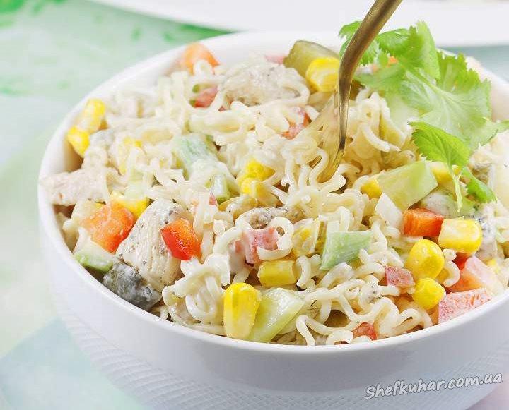 Салат з локшини швидкого приготування