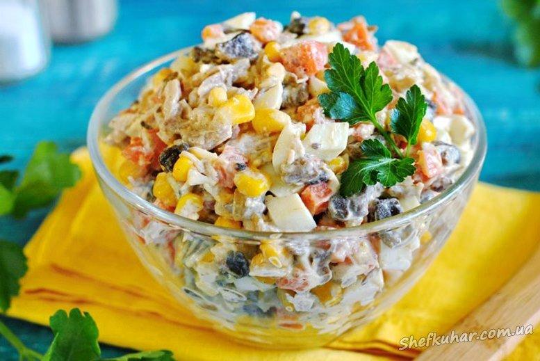 Салат з грибами, кукурудзою і огірками