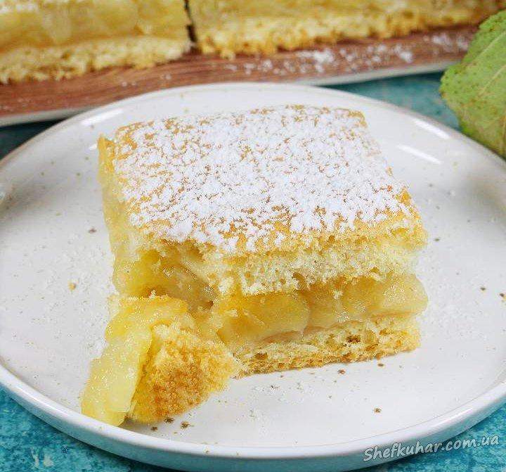 Вологий яблучний пиріг